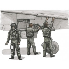 French Pilot and Two Mechanics 1/72