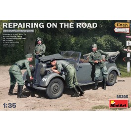 Repairing on the Road (Typ 170V PersonenWagen Cabrio & 4 figures)