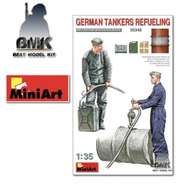 German Tankers Refueling (2 Figs. + Accessoires))